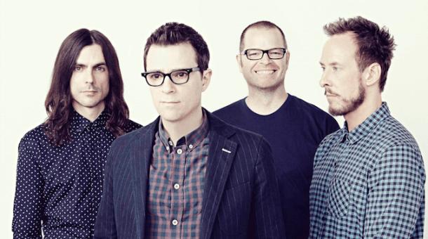 Rivers Cuomo se convierte en un cura corrupto en el nuevo vídeo de Weezer