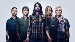 La hija de 8 años de Dave Grohl se sube al escenario para tocar la batería con Foo Fighters