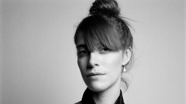 Feist se acerca a PJ Harvey en su nuevo single: 'Pleasure'