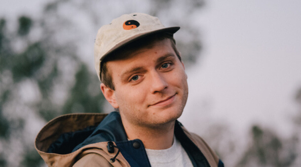 Mac DeMarco interpreta 'One Another' con la banda del show de Stephen Colbert
