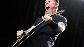 James Hetfield y su ego se caen por un hueco en un concierto en Amsterdam
