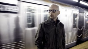 Moby visita el show de Conan – 'The Perfect Life' y 'Almost Home'
