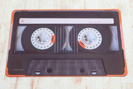 Alfombra con forma de cassette