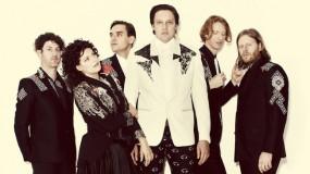 Arcade Fire versionan 'Radio Free Europe' de REM en directo