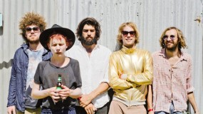 Pond comparten nuevo tema: 'Sweep Me Off My Feet'