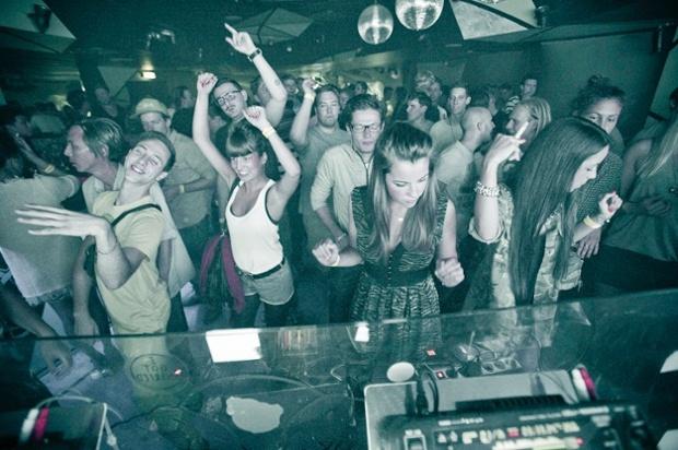 Club Música Electrónica - Auslage (Viena)