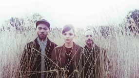 CHVRCHES visitan la TV y tocan 'Clearest Blue'