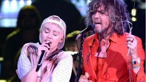 Miley Cyrus y The Flaming Lips actuarán juntos en un concierto desnudos
