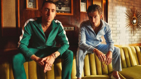 Vídeo de The Last Shadow Puppets en el show de James Corden: 'Aviation'