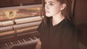 Julianna Barwick anuncia nuevo disco y comparte 'Nebula'