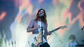Tame Impala visitan la TV para interpretar 'Love/Paranoia'