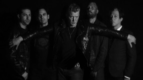 Visita la casa embrujada de Queens Of The Stone Age a través de su nuevo vídeo