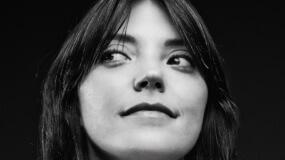 Sharon Van Etten versiona a LCD Soundsystem acompañada de una gran orquesta