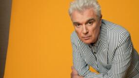 David Byrne estrena videoclip para 'Everybody's Coming to My House'