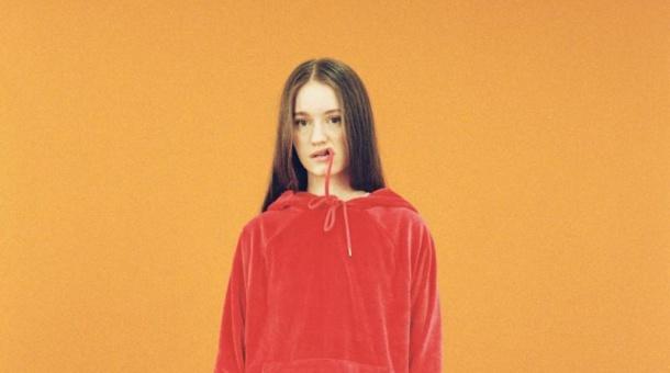 Sigrid estrena videoclip inspirado en Edward Hopper para 'Don't Feel Like Crying'
