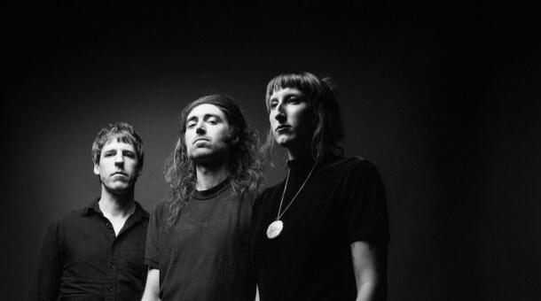 A Place To Bury Strangers anuncian disco en directo y comparten el vídeo para 'Punch Back'
