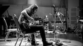 Foo Fighters retrasan fechas de su gira por problemas de voz de Dave Grohl