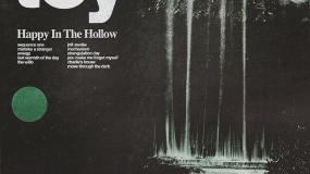 Crítica: TOY – Happy In The Hollow