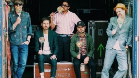 Kaiser Chiefs anuncian nuevo disco y estrenan 'Record Collection'