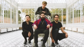 Foals versiona 'Late Night Feelings' de Mark Ronson y Lykke Li