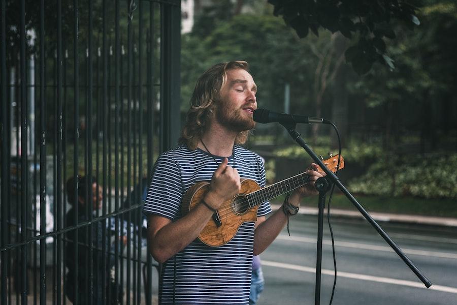 Como tocar el ukelele