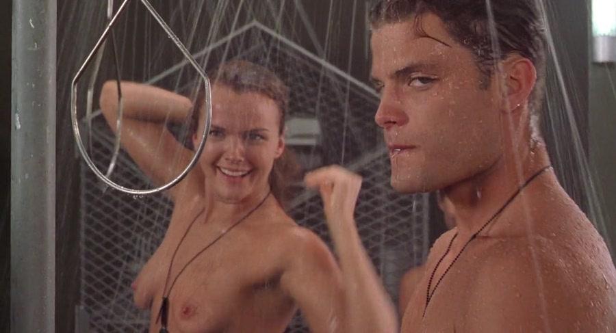 Starship Troopers - Desnudos en la ducha