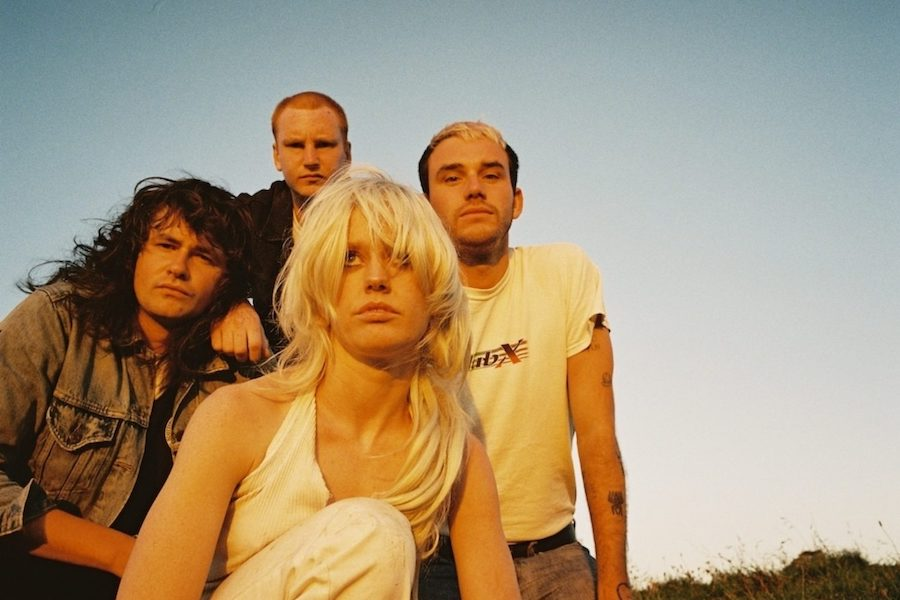 Amyl and The Sniffers (2021)a